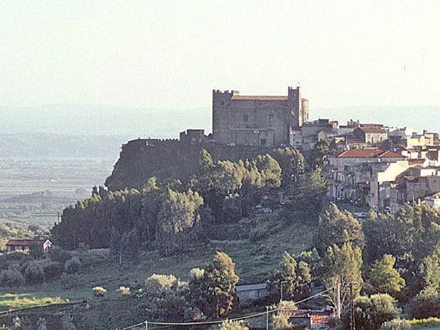 castello di motta sant'anastasia